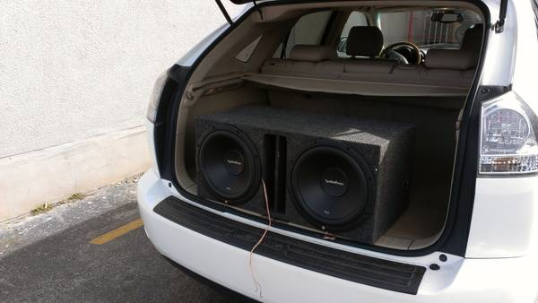 12 inch Rockford Fosgate Subs in ported box - $150 (San Antonio)