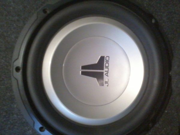 BRAND NEW 10in. JL Audio 10W1v2-4 sub with Box - $100 (Henderson Tx.)