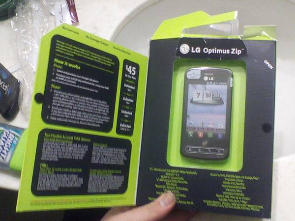 selling lg optimus zip still in the box - $60 (Sulphur Springs )