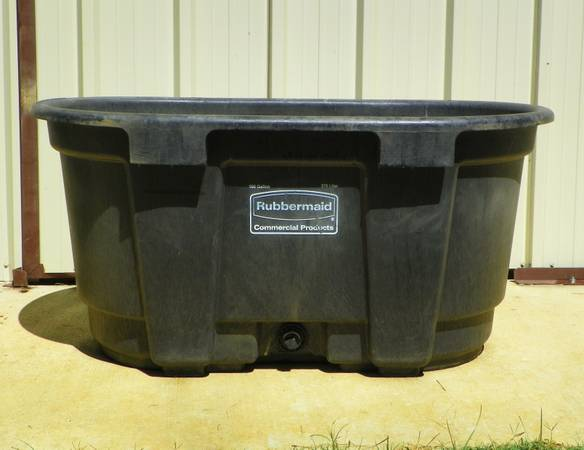 100 Gallon water tank for livestock (Mount Vernon TX)