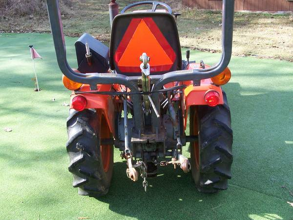 1988 Kubota L260 Tractor with Impliments - x00244500 (Alba)