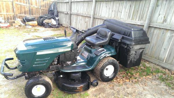 Craftsman Riding Lawnmower w  bag -   x0024 600  Tyler  Tx