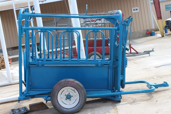 Priefert Portable Squeeze Chute - $1500 (Mineola)