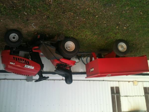 46 Cut Huskee Riding lawn mower - $500 (seagoville)