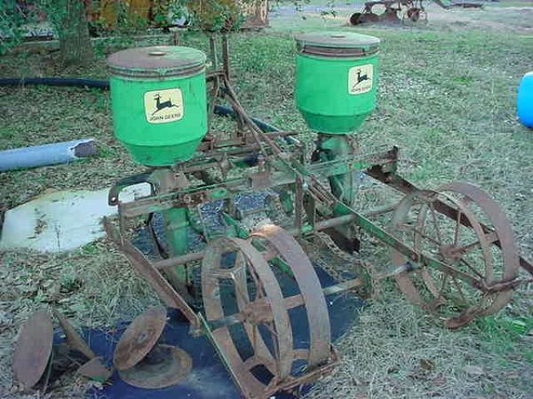 JOHN DEERE Planter -- 2 Row -- 3 Point Hitch -- Excellent Original - $1500