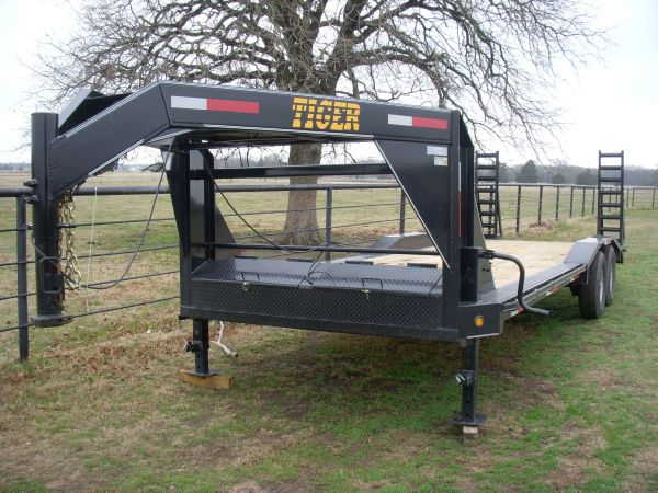 2012 Gooseneck Trailer, 24 X 102 Drive Over Fenders - $5150 (Greenville)