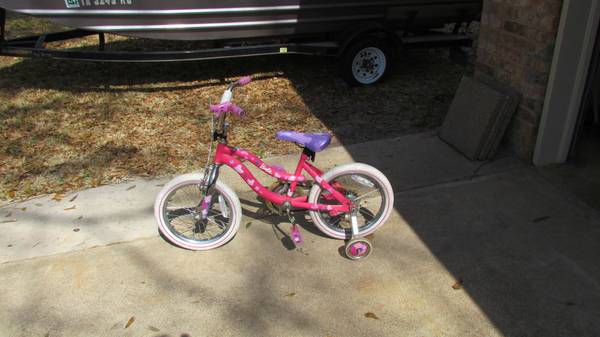 Girl s Barbie Bicycle -   x0024 20  Jacksonville  Tx