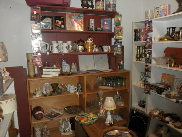 MANY REDUCED PRICES FURNITURE COLLECTIBLES HOUSEHOLD ITEMS DECOR (Chapel Hill, Texas)