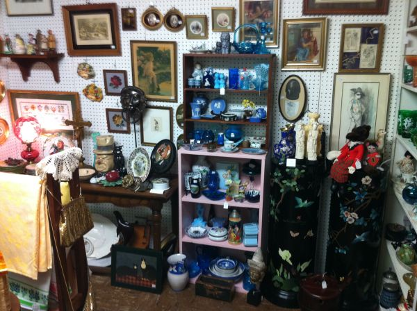 Antiques Moving Sale 25 to 40 Off (Tyler)