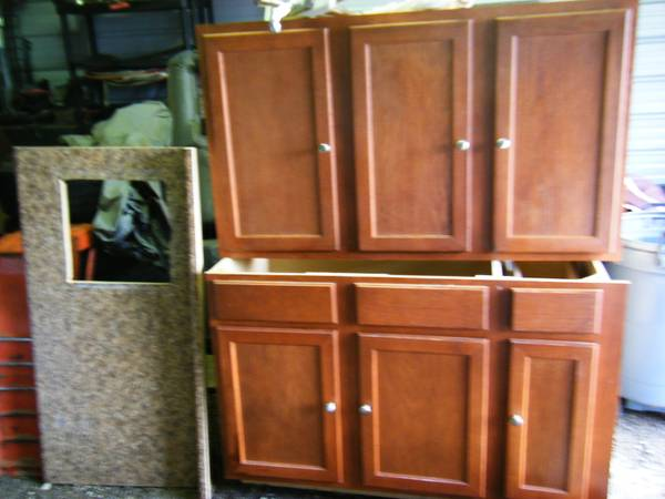 Kitchen cabinet 5 ft  base and upper  new  -   x0024 300  lindale