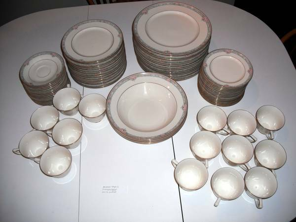 Large Fine China Dinner Plates Cups (Texas)