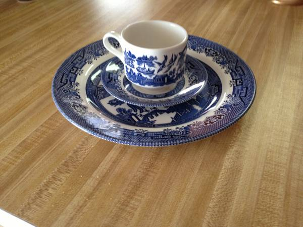 Blue Willow China - Churchill - Staffordshire England - 19 Settings - $150 (Longview, TX Area)