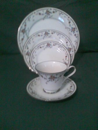 Noritake Ivory China Adagio Pattern - $350 (Frankston, TX)