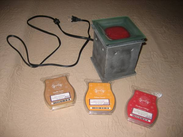 Scentsy with three aromas - $10 (tyler)