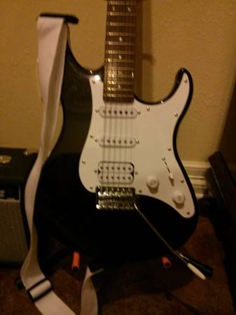 Eterna Yamaha Electric Youth Guitar - $145 (Tyler, Texas)