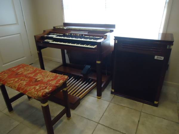 HAMMOND SUPER B with LESLIE Speaker - $995 (chandler)