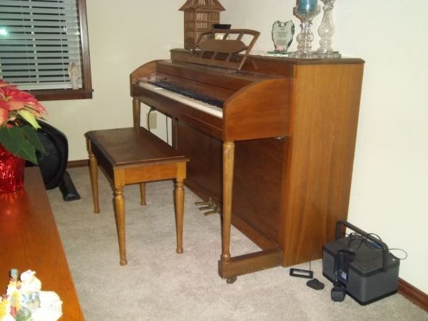 Lester Betsy Ross, Spinet, upright piano - $650 (chapel hill)