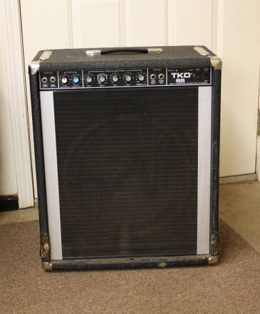 PEAVEY BASS AMP - $150 (LONGVIEW)