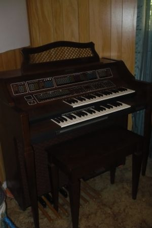 Baldwin Fanfare Organ with fun machine - $700 (winnsboro)