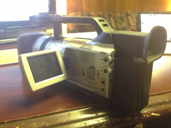 Canon GL2 with accessories - $350 (Quitman)