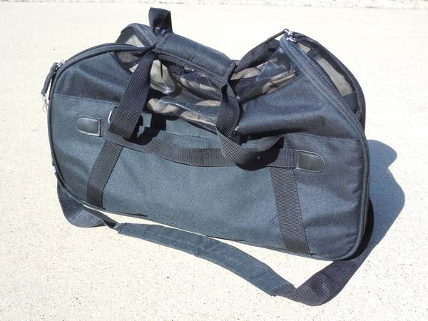Like New   Small Pet Carrier Bag
