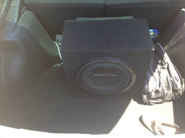 12 Pioneer Subwoofer with 800 Watt Pioneer Amp - $125 (Galveston)