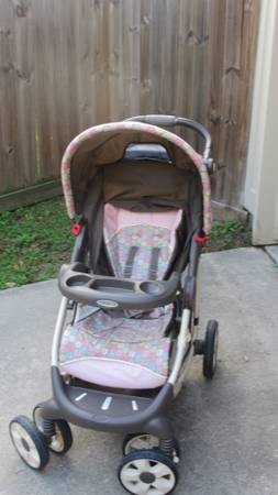 Graco baby girl travel system - $150 (League City)