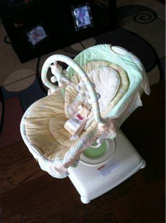 Fisher-Price Soothing Motions Glider - Butter Bun - $50 (League City)