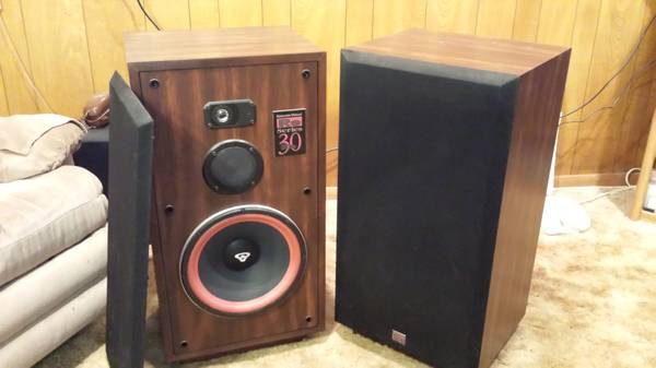 2 large floor speakers  GREAT condition -   x0024 350  Texas City