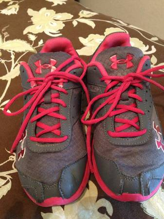 Girls size 5 Y Under Armour tennis shoes - nice - $20 (Alvin Texas City Galv)