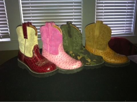Ladies ariat fat baby boots 4 pairs - $20 (Galveston)