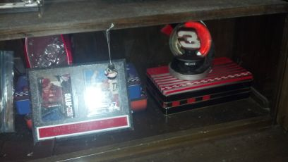 Dale Earnhardt Jr. and Sr. collectables - $1 (La Marque)