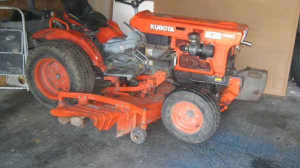Kubota tractor B-7100 HST 4 W.D. Diesel W 5 ft Belly Mower - $4200 (Houston )
