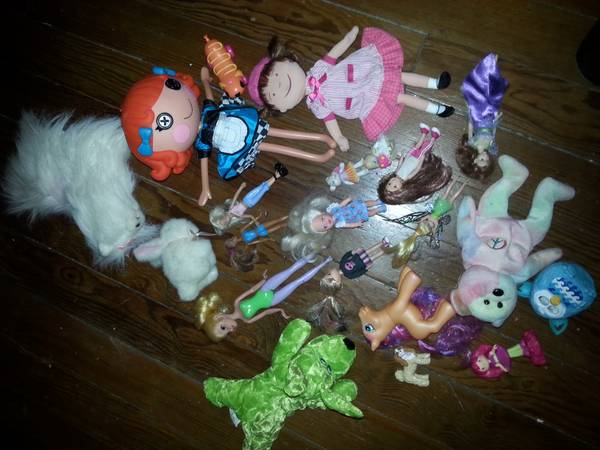 single mom needs help  Selling old toys for extra money  Bacliff