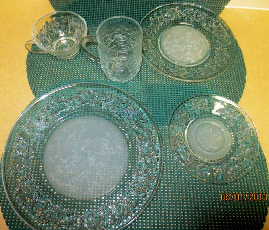 Princess House Fantasia crystal dinner settings for 8 (32 pieces) - $160