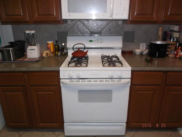 300  GE gas ovenstove and microwave