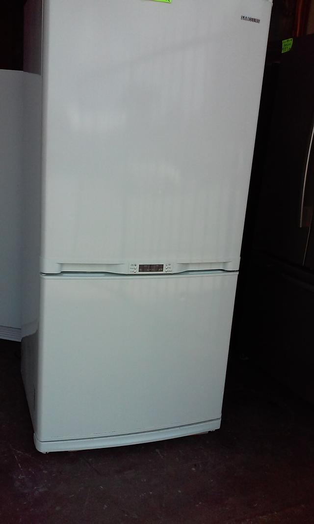 350  Samsung Bottom freezer Fridge