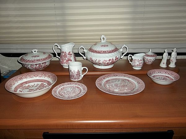 Churchill China,Willow Rosa - 8 Place Settings 7 Serving Pieces - $150 (Galveston Island, TX)