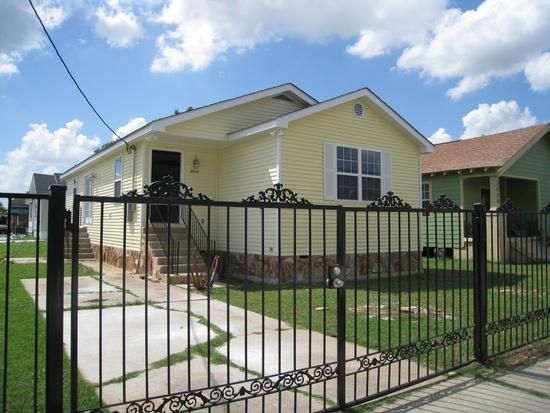 650  3br  3 beds 2 baths Beautiful Home Available For Rent Now