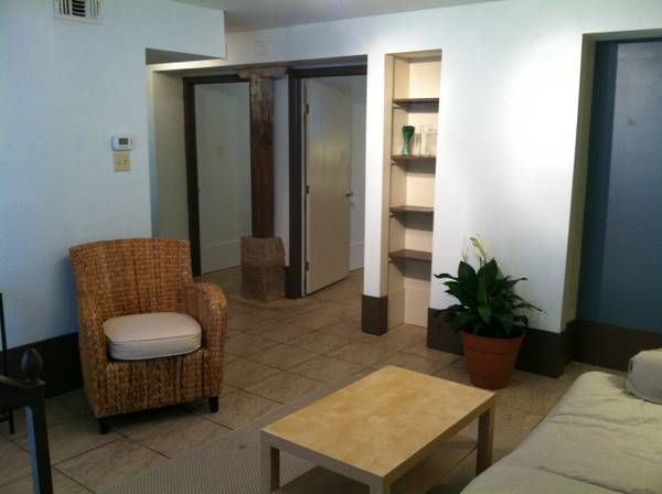 -  1600   2br - pet-friendly  furnished 2 bed  1bath apt  Mid-City