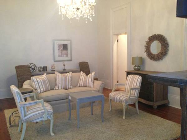 -  3500   2br - 1300ft sup2  - Temporary Apartment Rental Fully Furnished  amp  LUXURY on St  Charles  4217 St  Charles  UPTOWN