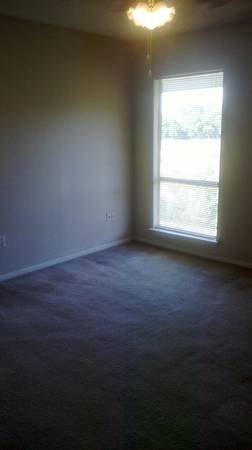-  414   2br - 989ft sup2  - 2-bedroom includes all utilities  no security deposit  Baton Rouge