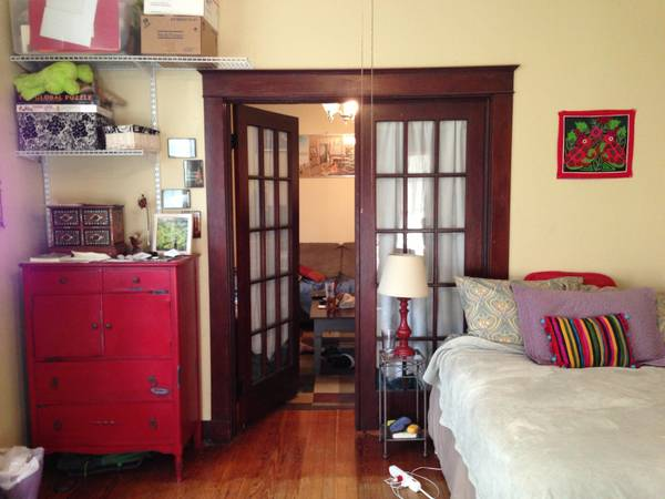-  550   2br - Uptown Apartment Available August 1-31  internet and SWB incl    Valmont between Camp and Chestnut