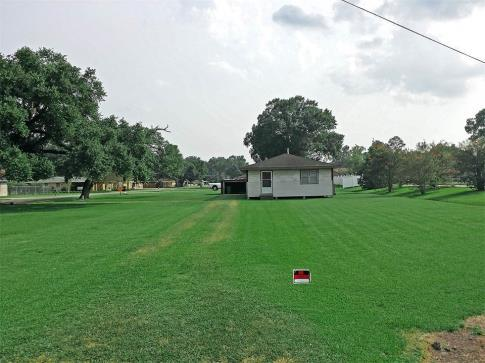 199 000  Large Property  Zoned C-1 for Sale