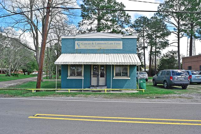 800  Adorable Property  Great Location for any Business for LEASE