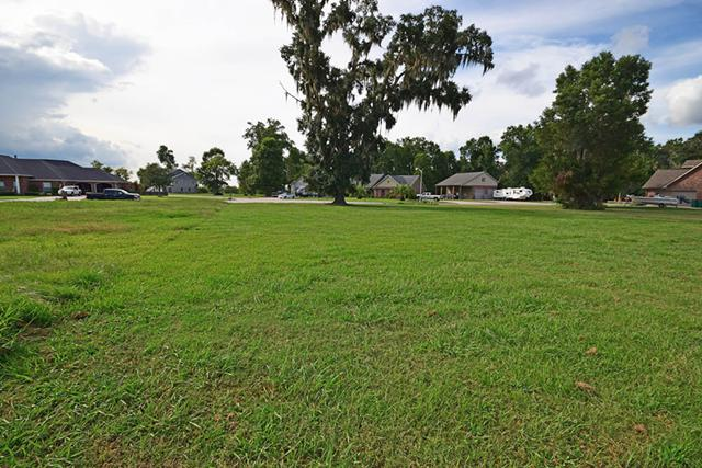 65 000  Large Lot in Beautiful Legend Oaks Subdivision for Sale