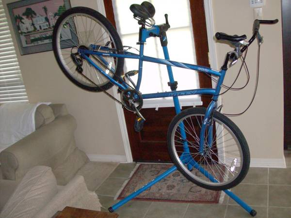 Used Hybrid Bicycle and Professional Repair Stand - $150 (Tickfaw, LA)