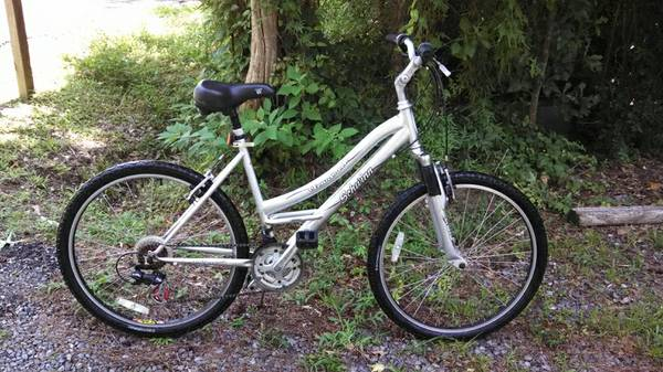 Womens SCHWINN CLEAR CREEK Comfort Cruiser Bike - $100 (Mandeville)