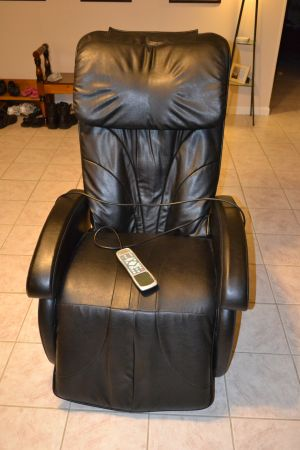 LEATHER MASSAGE RECLINER - $275 (Patterson)
