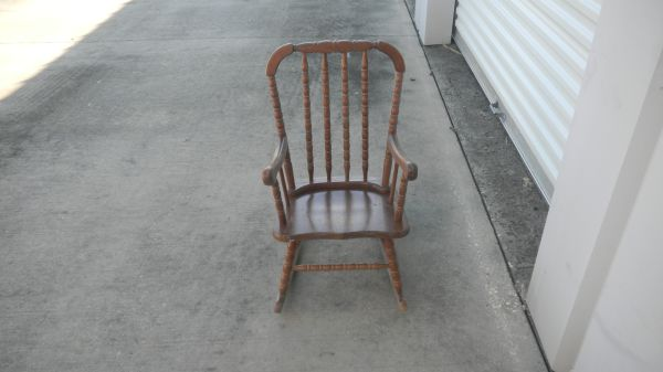 KIDS ROCKING CHAIR - $20 (HOUMA, LA)